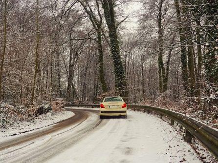 Téli szünet, síszezon, karácsony, készítsük fel erre is az autónkat!