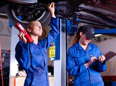Hogyan kezdj neki autód tavaszi felkészítésének? Szeretnénk néhány tippel szolgálni ehhez!